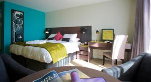A bed or beds in a room at The Cornwall Hotel Spa & Lodges