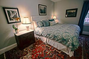 A bed or beds in a room at Samuel Sewall Inn