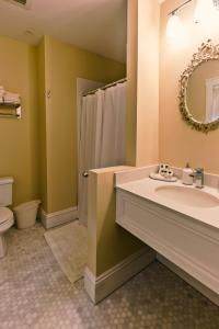 A bathroom at Samuel Sewall Inn