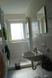A bathroom at Gästehaus am Steinwald