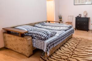 Кровать или кровати в номере Apartament on Lermontovskaya