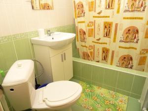 A bathroom at Guest house on Pochtovaja 48b