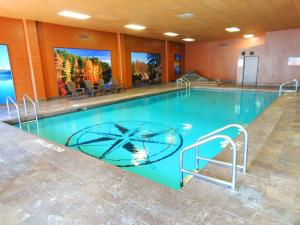 The swimming pool at or near Copper River Inn
