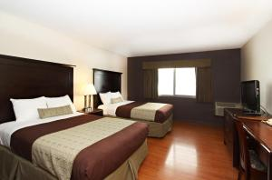 A bed or beds in a room at Royal Pagoda Motel