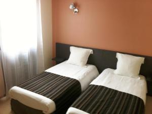 Un ou plusieurs lits dans un hébergement de l'établissement Fasthôtel Le Râle Des Genêts