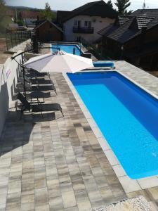 Bazén v ubytování Apartments Kristic nebo v jeho okolí