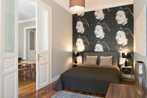 A bed or beds in a room at Kapital Inn Budapest
