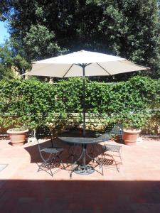 Un patio o zona al aire libre en Poggio Imperiale Apartments
