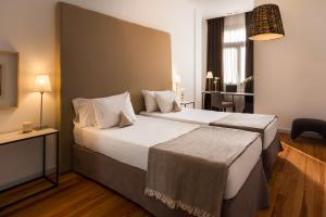 Cama ou camas em um quarto em Esplendor by Wyndham Montevideo Cervantes