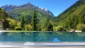 Der Swimmingpool an oder in der Nähe von Verwöhnhotel Wildspitze