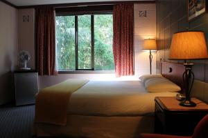 A bed or beds in a room at Gold River Chalet
