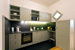A kitchen or kitchenette at Trait House