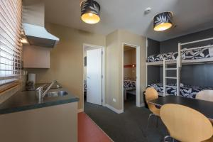 A kitchen or kitchenette at Astray Motel & Backpackers Rotorua
