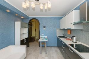 A kitchen or kitchenette at Home Like on Sovetskaya 1