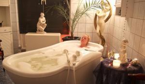 Ein Badezimmer in der Unterkunft Wellnesshotel Legde