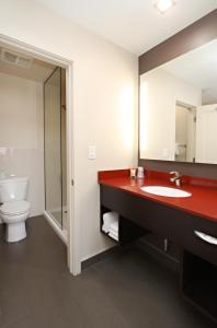 A bathroom at Best Western Plus Dragon Gate Inn