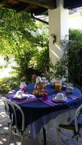 Ein Restaurant oder anderes Speiselokal in der Unterkunft B&B VAEMENIA