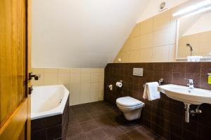 Koupelna v ubytování Penzion U Barana