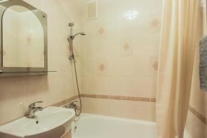 A bathroom at Bulvar Lenina 20