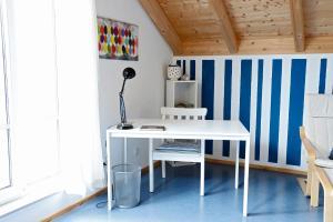 A kitchen or kitchenette at Gästehaus Plath