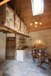 A kitchen or kitchenette at Sarl La Barinoise
