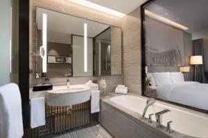 A bathroom at Crowne Plaza Harbin Songbei