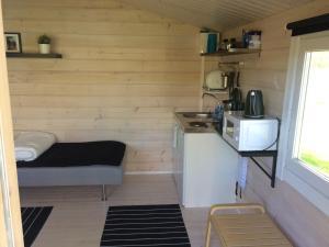 Majoituspaikan Arctic Camping Finland keittiö tai keittotila