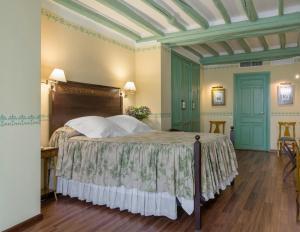 Cama o camas de una habitación en Hotel Las Casas de la Judería