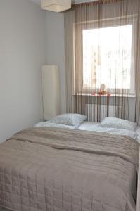 Łóżko lub łóżka w pokoju w obiekcie Apartament na Wybrzeżu