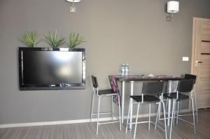 Telewizja i/lub zestaw kina domowego w obiekcie Apartament na Wybrzeżu