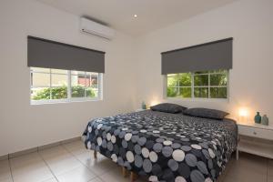 Cama ou camas em um quarto em Blue Marlin Apartments