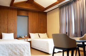 A bed or beds in a room at Tongdo Natural Tourist Hotel