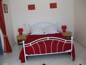 A bed or beds in a room at Chambres d'Hotes la Belle Taille