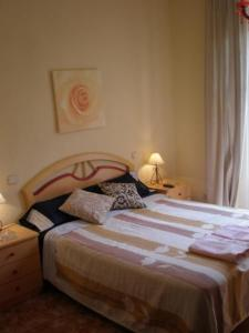 A bed or beds in a room at Hostal Conchita II