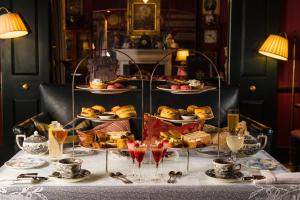 A restaurant or other place to eat at The Zetter Townhouse Marylebone