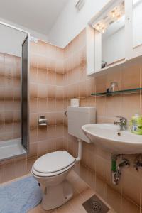 A bathroom at Rooms Villa Bašica