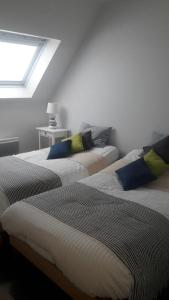 A bed or beds in a room at Appartement avec garage Colmar Centre Historique