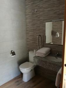 Un baño de Hostal Casa Tino