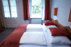 A bed or beds in a room at Doktorschlössl