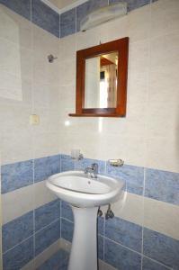 A bathroom at Aloni Suites