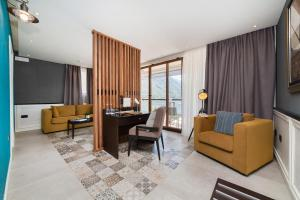 A seating area at Hotel Casa del Mare - Amfora