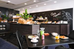 A restaurant or other place to eat at Park Inn by Radisson Oslo