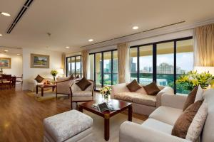 A seating area at Norfolk Mansion - Luxury Serviced Apartment