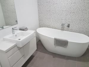 A bathroom at Kiama Harbour View
