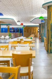 Un restaurant sau alt loc unde se poate mânca la Hotel Riviera