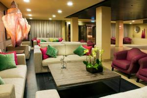 The lobby or reception area at Kn Hotel Arenas del Mar Adults Only