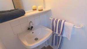 A bathroom at VVF Villages « La Plage des Grands Sables » Île-de-Groix