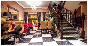 The lobby or reception area at Eviston House Hotel