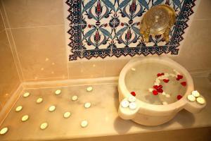Un baño de Marmara Deluxe Hotel