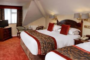 A bed or beds in a room at B/W Plus Buxton Lee Wood Hotel